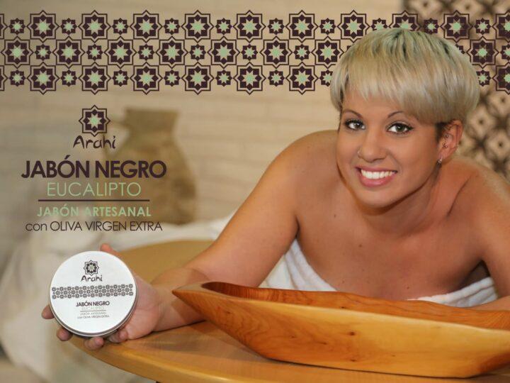 Exfolia, suaviza e hidrata todo tipo de piel: el jabón negro.
